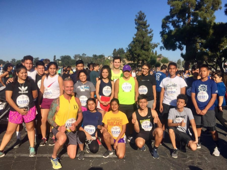 Manual Arts students, teachers, and staff take a group picture last year at the 2018 LA Marathon.
